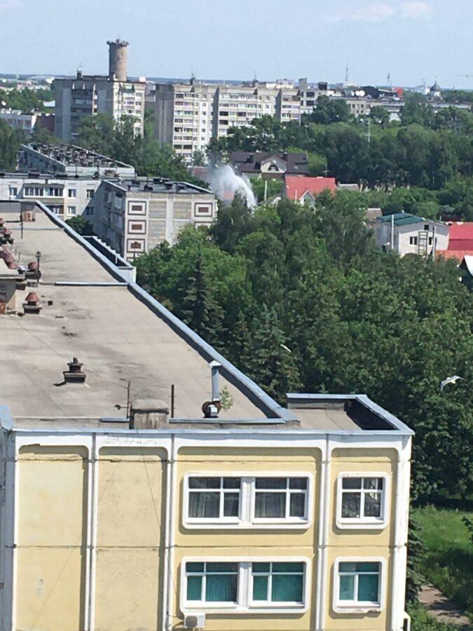 В Твери забил огромный фонтан, возвышающийся над домами