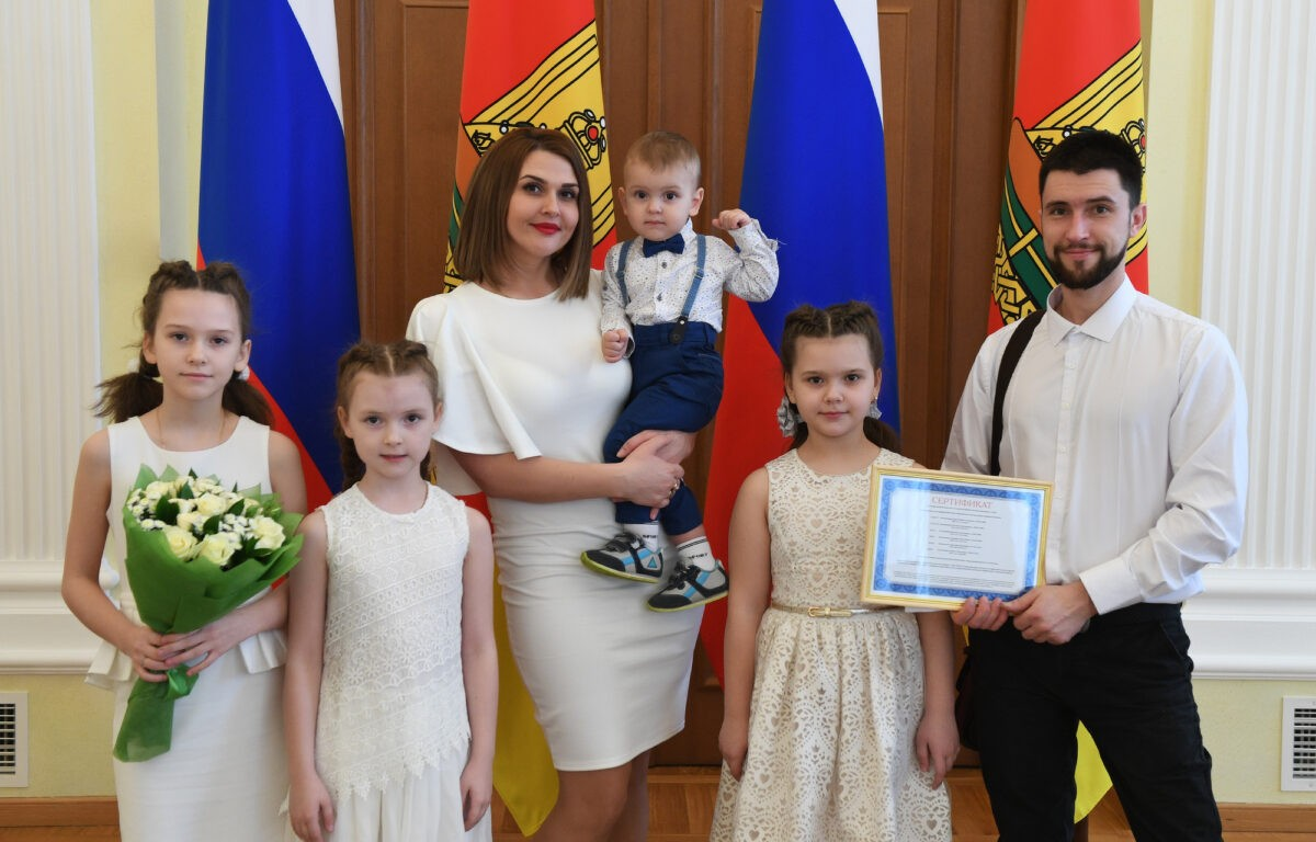 565 многодетных семей Тверской области получили материнский капитал в 2020 году