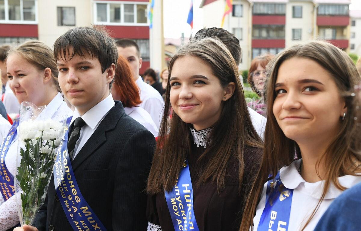 Выпускники школ Тверской области получат памятные подарки