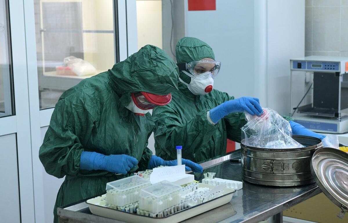 Президент Владимир Путин наградил тверских врачей за вклад в борьбу с коронавирусом