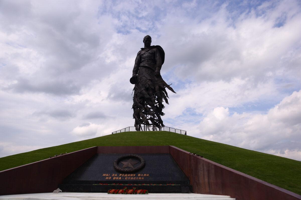 Опубликованы фото с открытия Ржевского мемориала в Тверской области