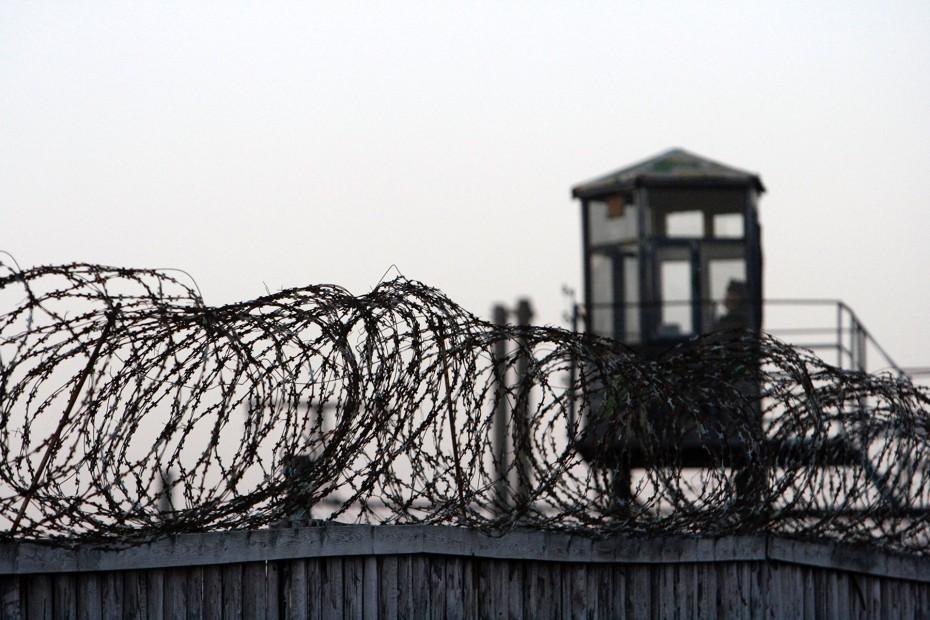 Сотрудники колонии в Тверской области избили заключенного дубинкой