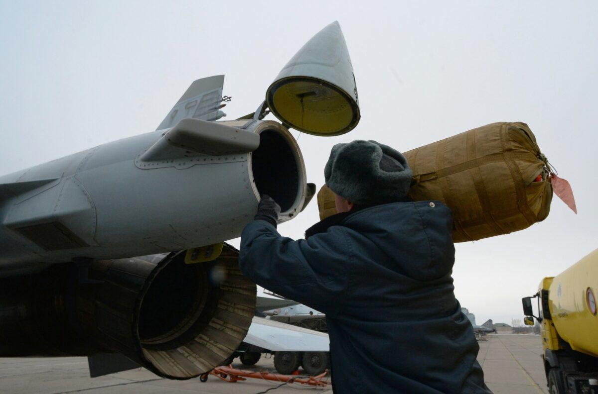 Тверской военнослужащий не заметил, как с аэродромов выносили имущество