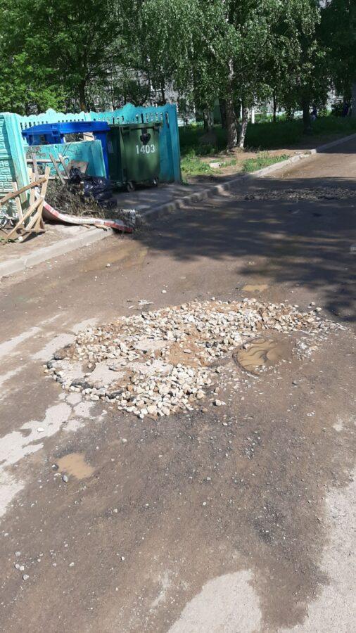 Жители Твери самостоятельно избавились от ям на дороге
