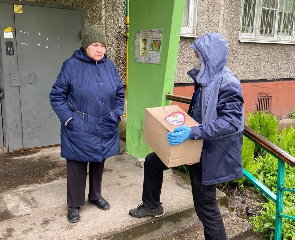 Пожилые люди Тверской области получают продуктовую помощь