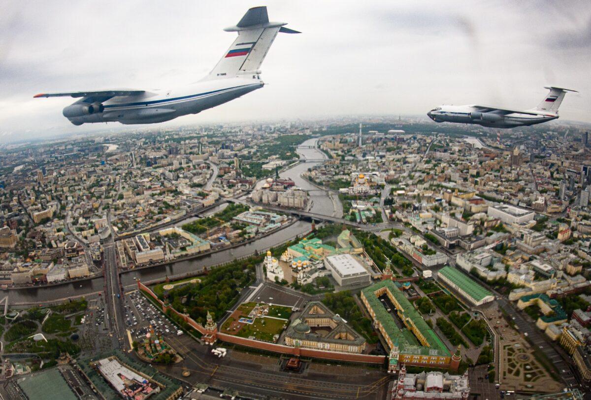 Тверские летчики искали путь в небе по дублирующим приборам