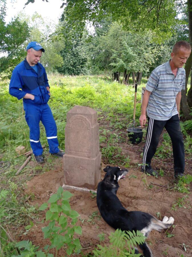 Житель Твери поднял из земли памятник начала XX века