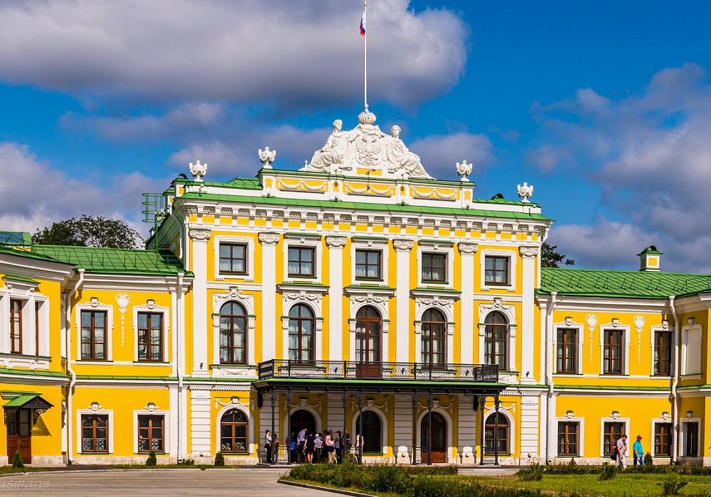 1 июля вновь открылся для посещения Тверской императорский дворец