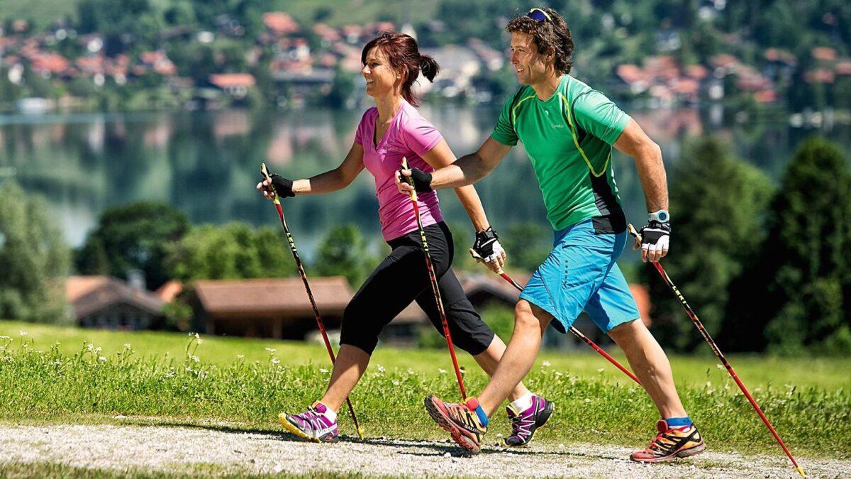 Полтора месяца жители Твери смогут бесплатно заниматься йогой и скандинавской ходьбой