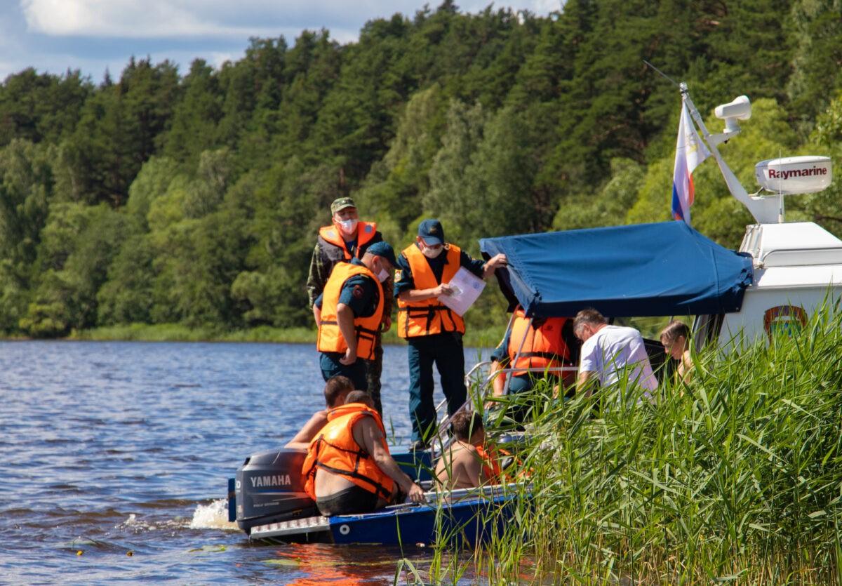 Нет спасательных жилетов: тверские спасатели провели рейд по Волге