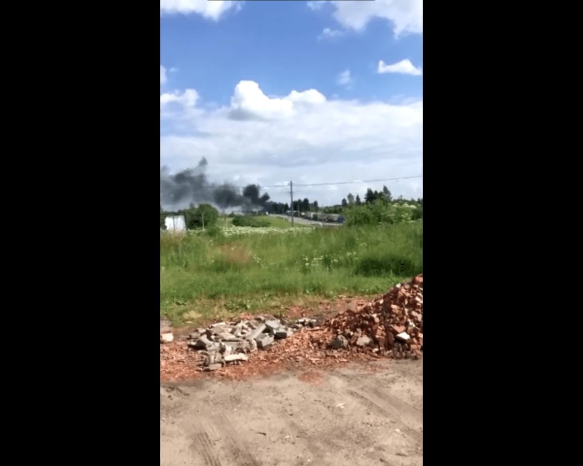 Опубликовано видео, как в Тверской области горел самосвал