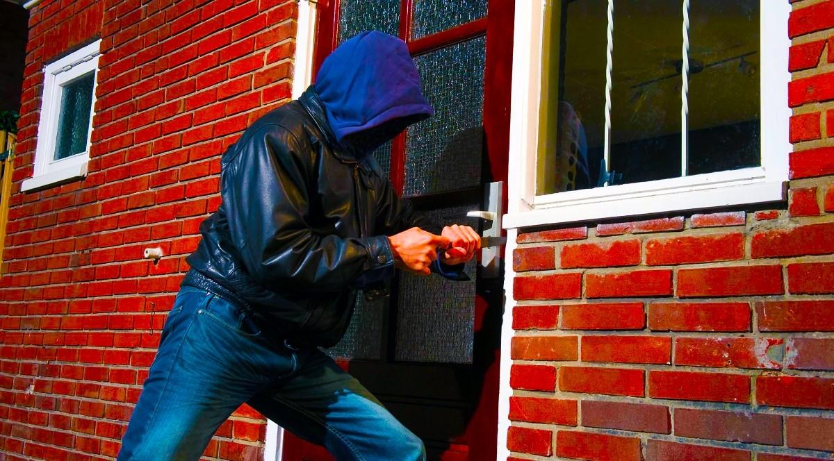 В Тверской области будут судить домушника, совершившего 36 краж