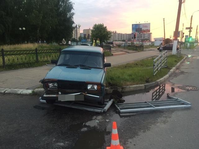 В Твери разлетевшееся дорожное ограждение травмировало женщину