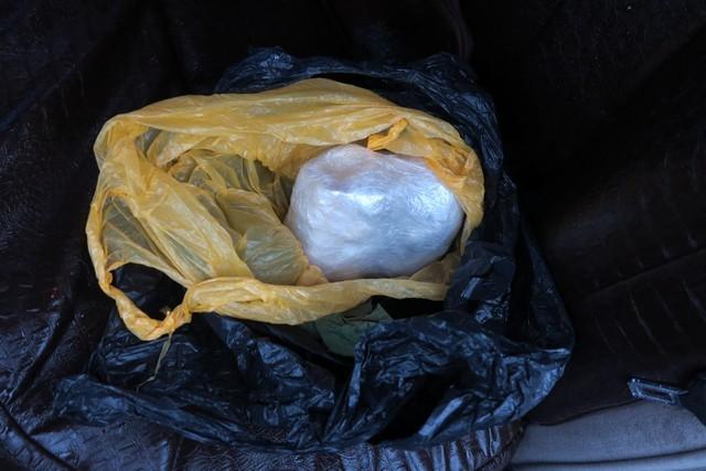 Опубликовано видео досмотра иномарки в Твери, в которой перевозили наркотики