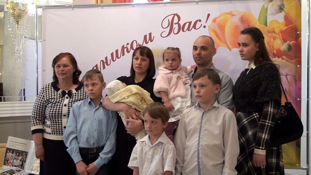 Почти 7 тысяч семей в Тверской области получают выплаты на третьего и последующих детей