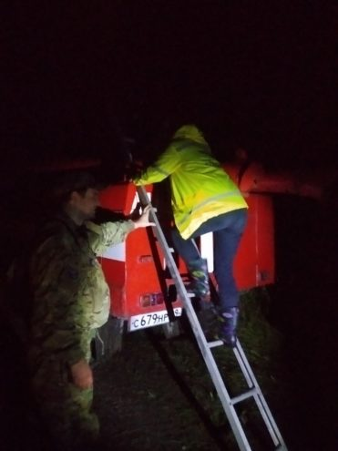 Тверские поисковики ночью вывели из леса 78-летнего дедушку