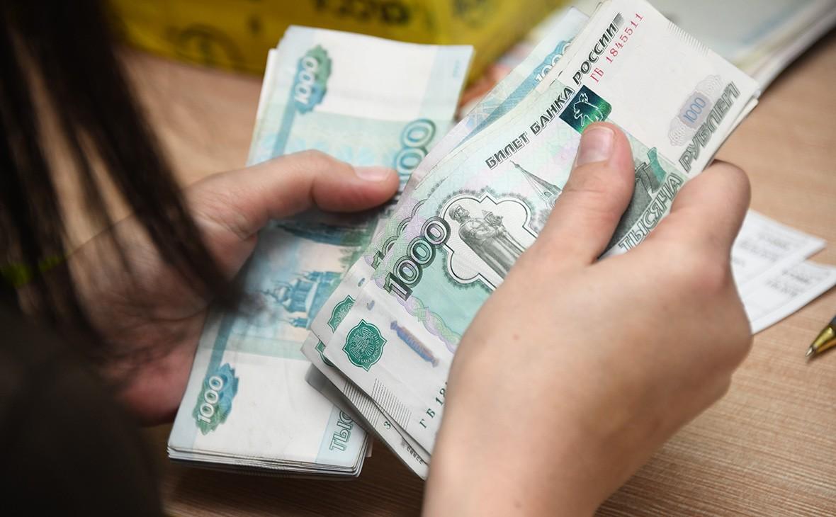 Выплаты на 2 тысячи детей от 16 до 18 лет перечислили в Тверской области