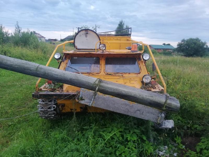 Два пьяных жителя Тверской области угнали вездеход и протаранили опору ЛЭП
