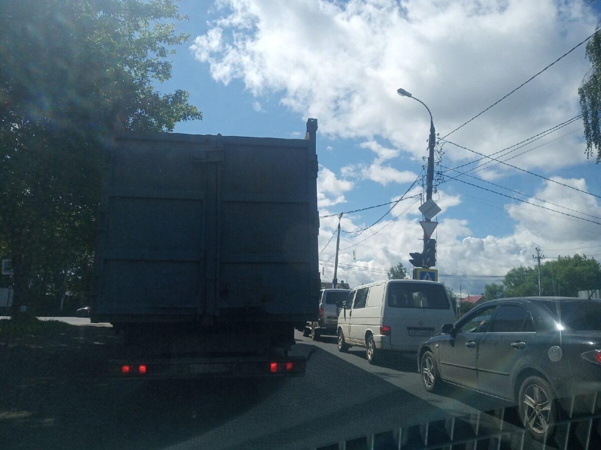 На подъезде к Красинскому мосту в Твери отключили светофоры
