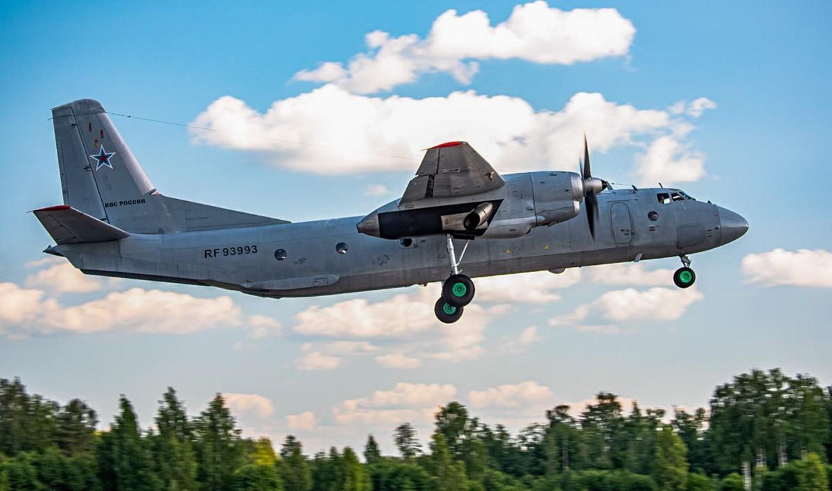 Молодые летчики осваивали военно-транспортные самолёты в Тверской области