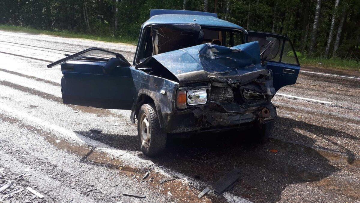 Опубликованы фотографии с места ДТП с тремя пострадавшими в Тверской области