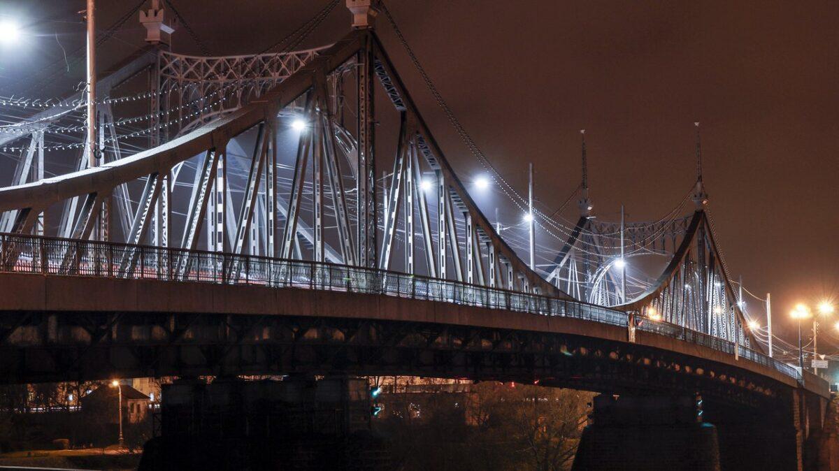 В Твери на ночь перекроют Старый мост и подъезды к нему