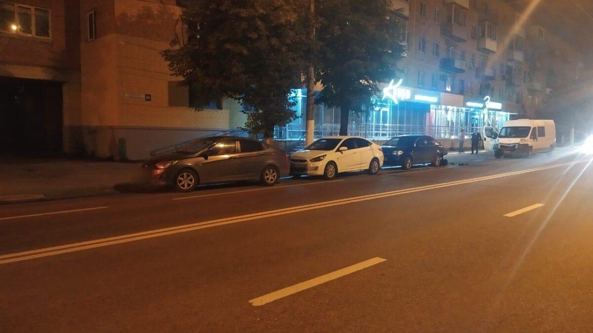 В Твери произошло ДТП с участием мотоцикла и четырех машин