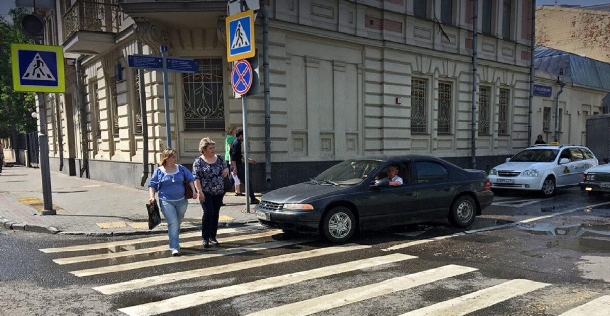 В Тверской области женщина попала под машину и отделалась ушибом