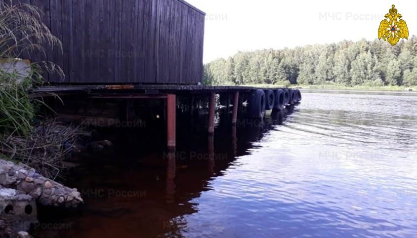 Тело утонувшего мужчины достали из воды в Тверской области