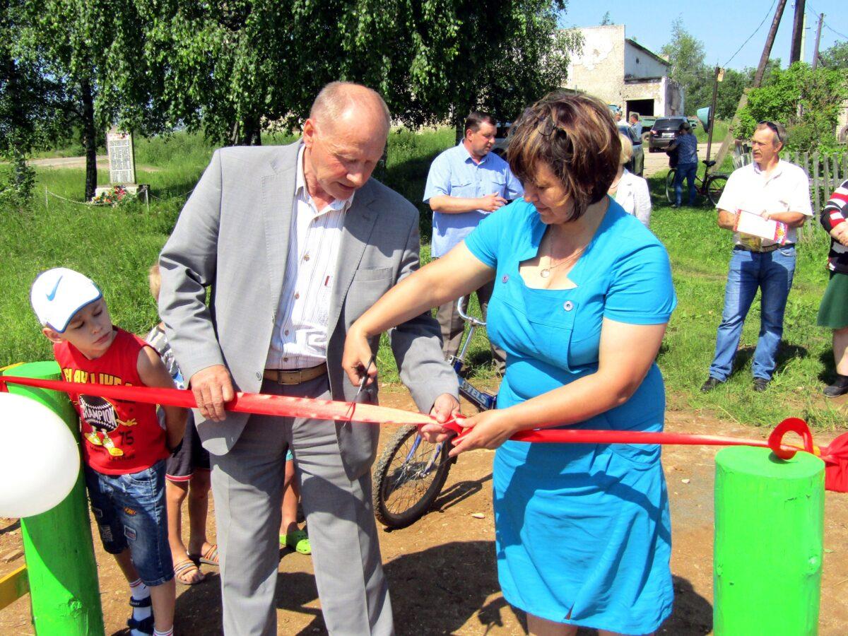 В деревне Тверской области появился детский городок