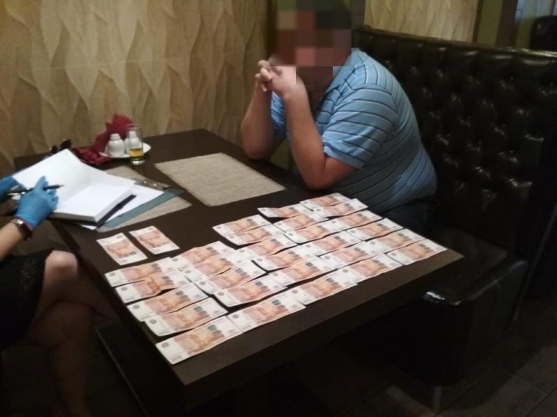 Директора тверского учреждения, получившего взятку, посадили под домашний арест