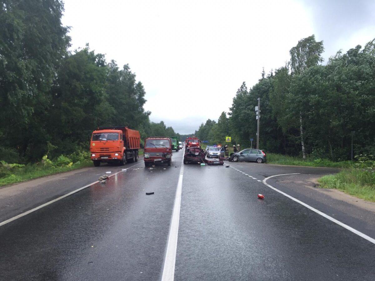 Четыре человека пострадали в тройном ДТП в Тверской области