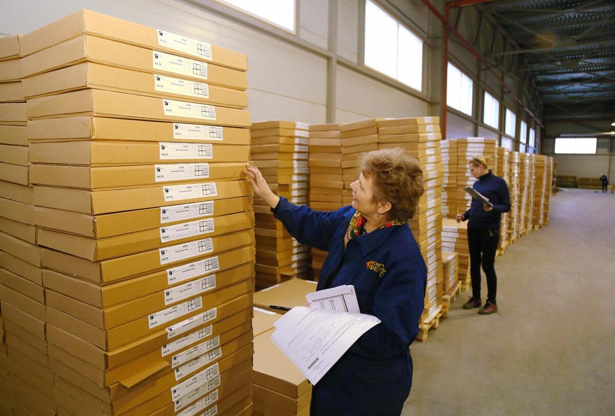 Перегородки, помогающие противодействовать коронавирусу, производят на деревообрабатывающем комбинате в Тверской области