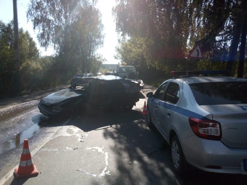 В Тверской области мужчина угнал машину, разбил ее и скрылся