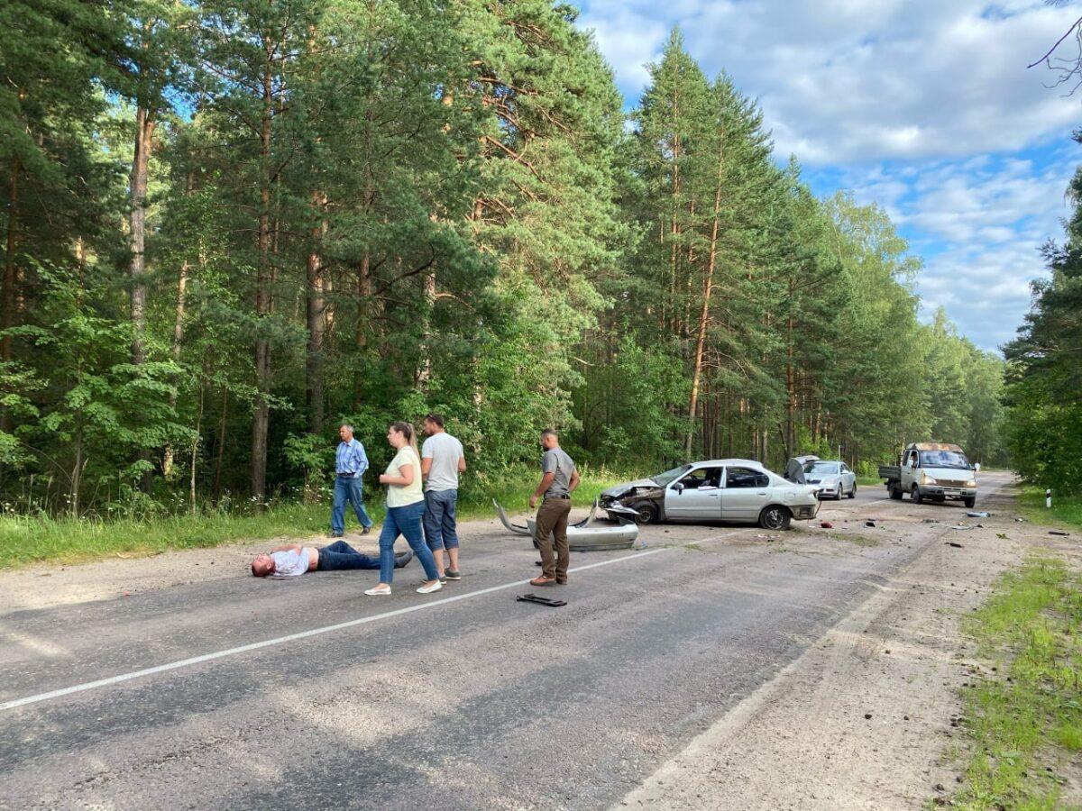 Страшное ДТП под Тверью: водитель и пассажирка вылетели из машины