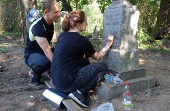 В Твери поднимут старинный памятник весом больше тонны