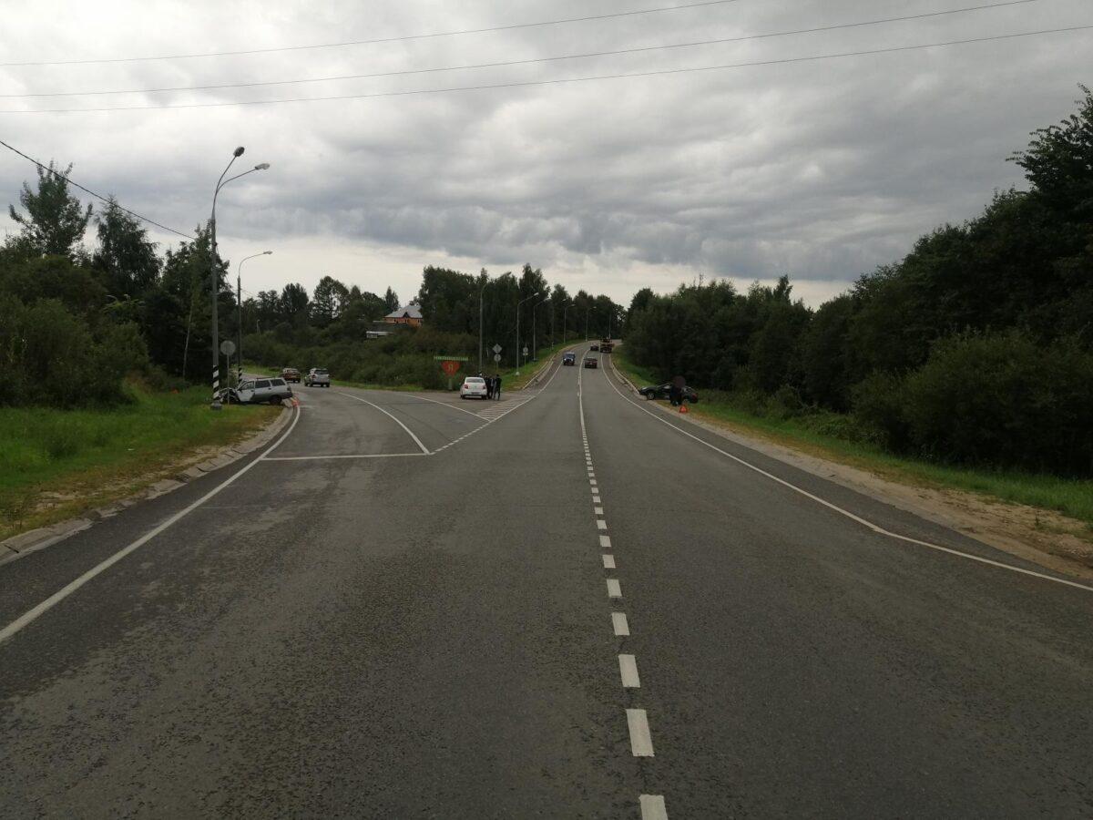 В Тверской области водитель иномарки решил, что не пропустит ВАЗ
