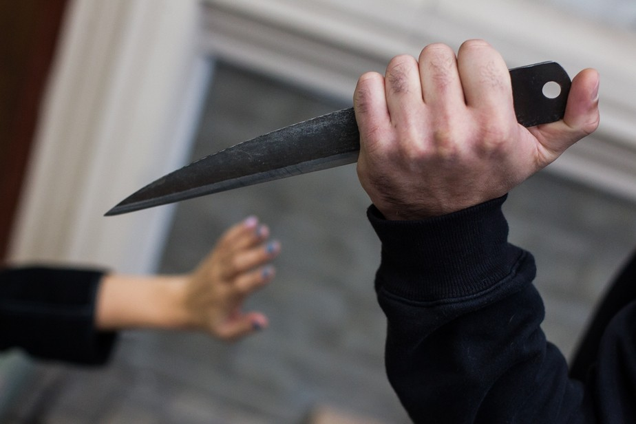 В Тверской области мужчина зарезал знакомую за отказ дать денег