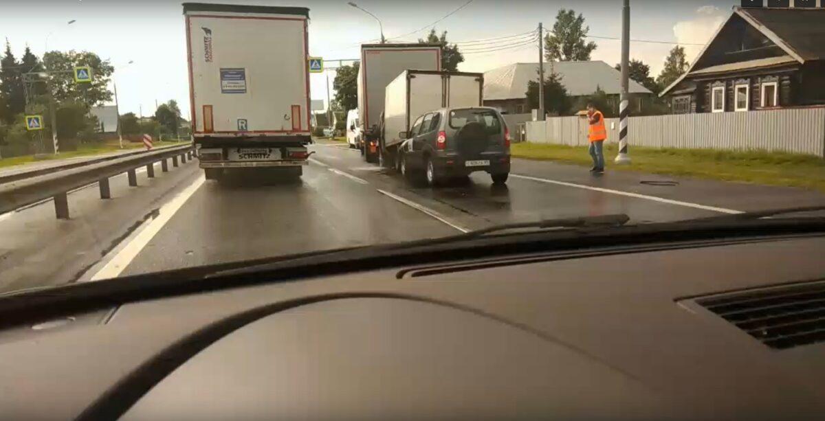 Под Тверью случилась большая авария с грузовиками