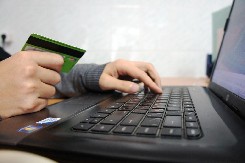 Житель Тверской области заплатил за ноутбук, проданный другому человеку
