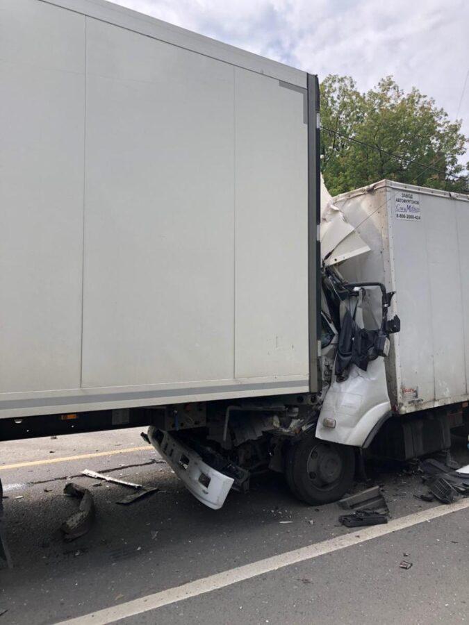 Опубликованы фото смертельной аварии на М-10 в Тверской области