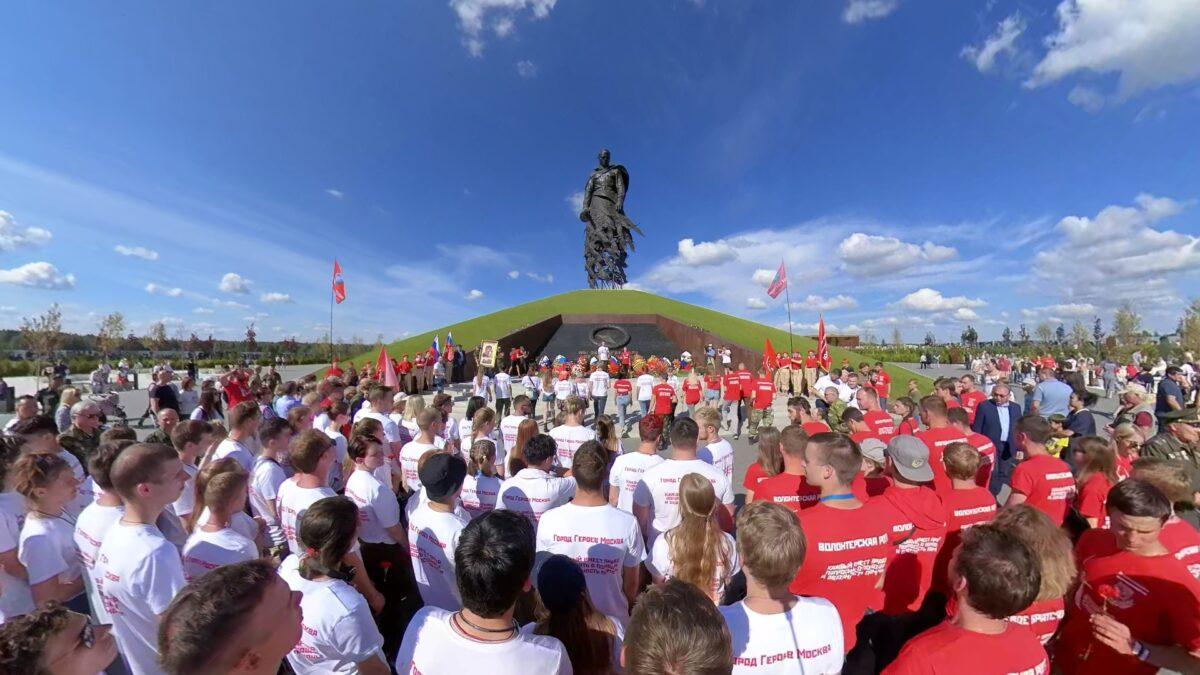 Самую большую в мире Георгиевскую ленту развернули в Тверской области