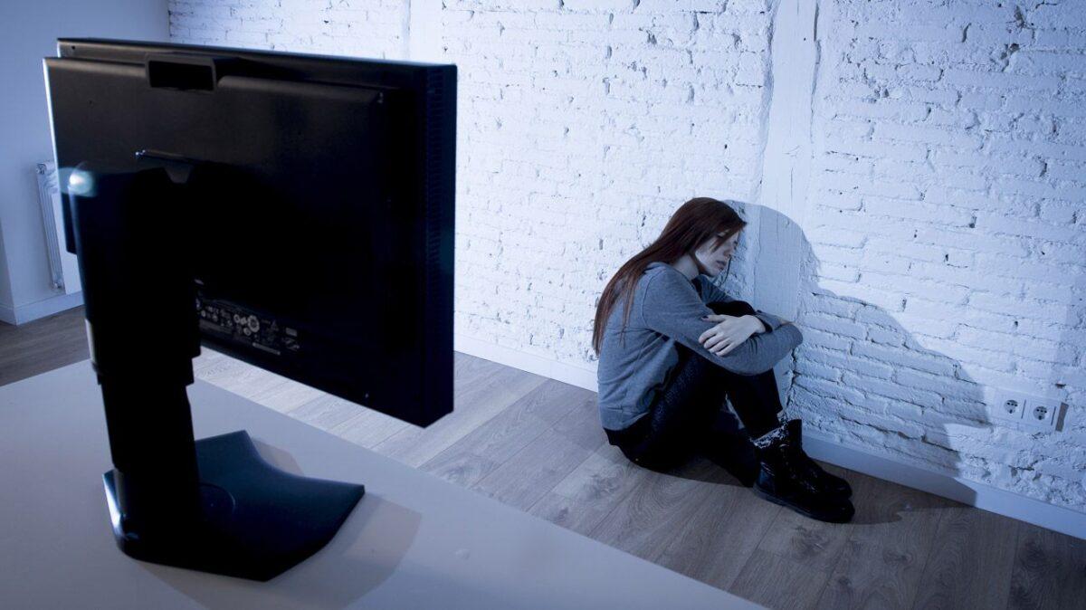 В Твери мужчина в интернете склонил к самоубийству несовершеннолетнюю