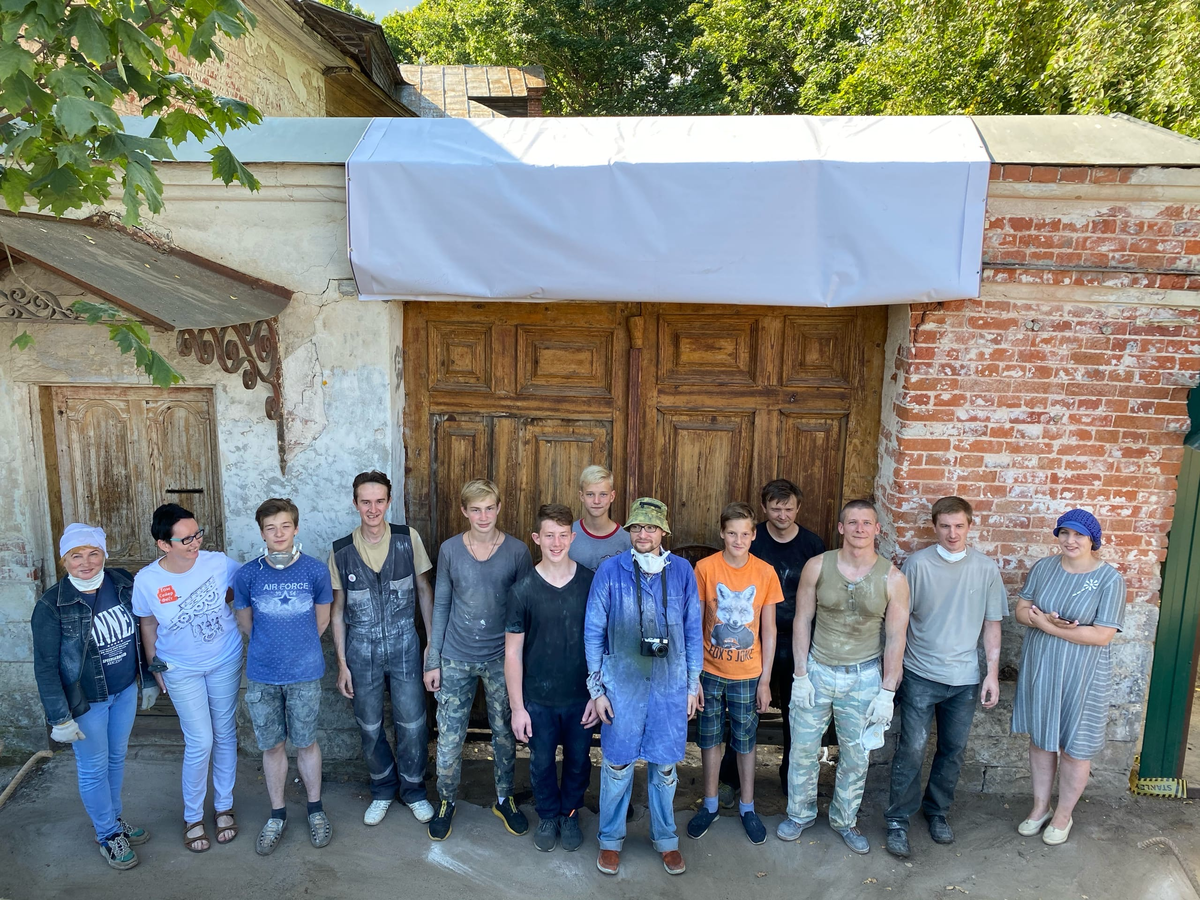 При реставрации старинного дома в Тверской области обнаружили булыжную мостовую