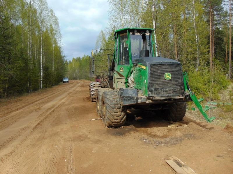 В Тверской области мужчина выпил, решил помочь и угнал трактор