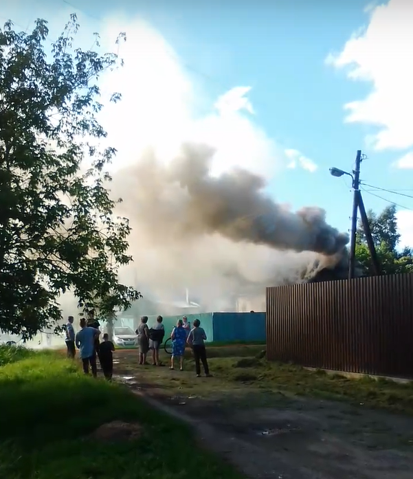 Появилось видео вспыхнувшего частного дома в Тверской области