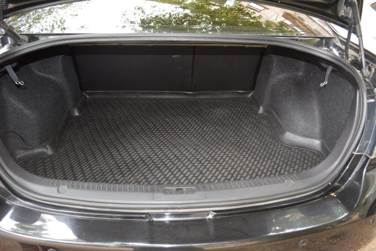 Вор-взломщик опустошил багажник чужой машины в Твери