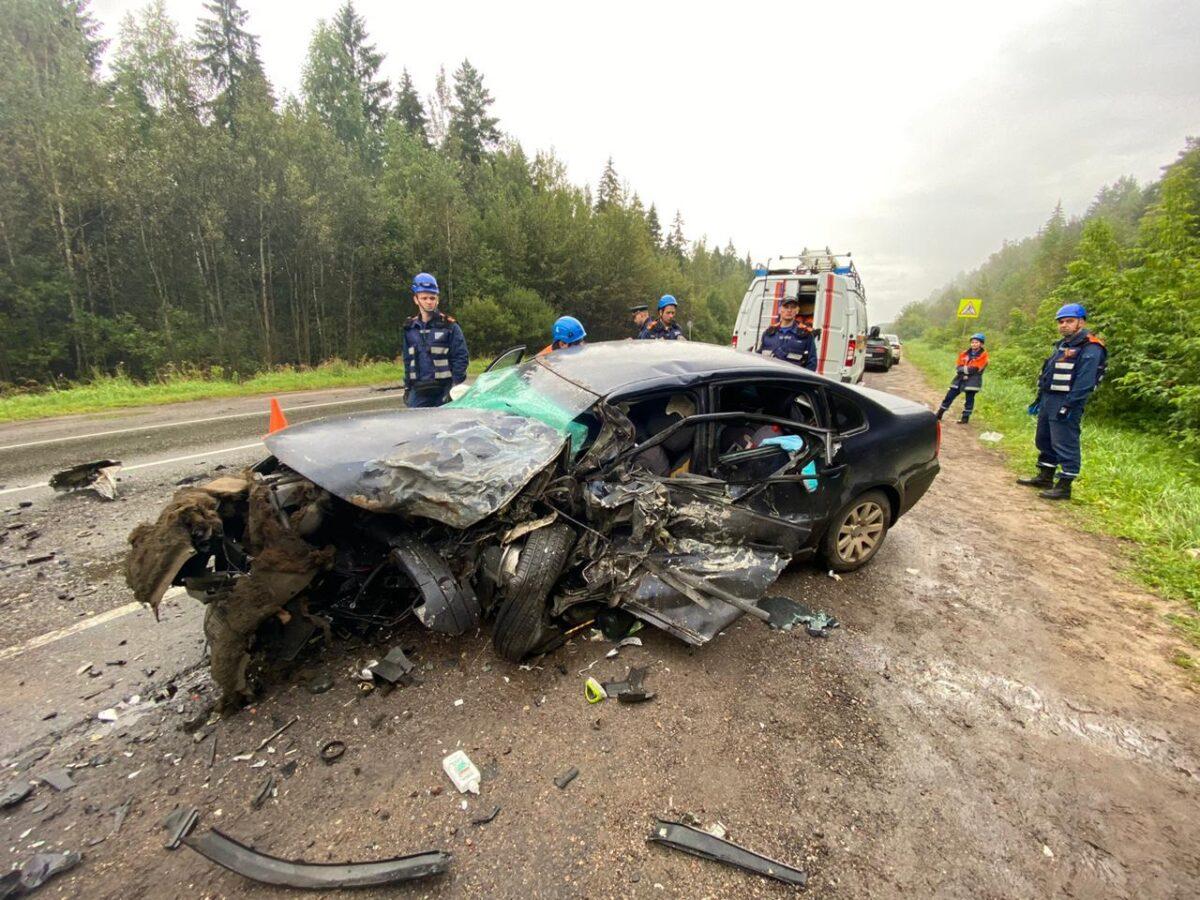 Две иномарки столкнулись под Тверью: один погибший, двое пострадавших