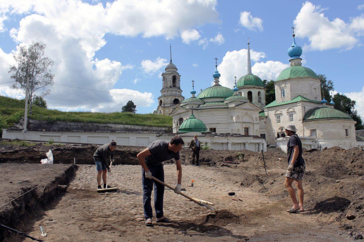 Найденную вымостку конца XVIII века в Тверской области решили сохранить