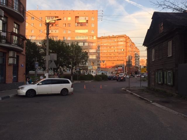 В центре Твери иномарка сбила 43-летнюю женщину